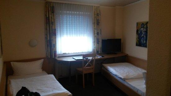 Hotel Goldener Karpfen: Zi. 25 Blick ins Zimmer