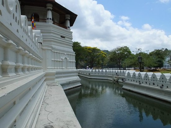 Kandy City Center: The Temple Moat..!