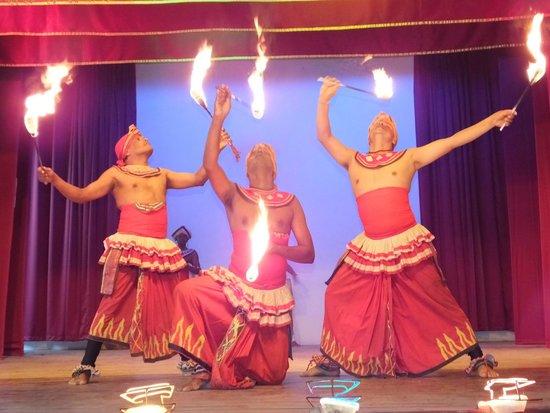 Kandy City Center: The Kandy Lake Dancers..!