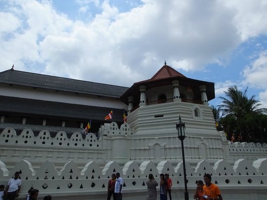 Kandy City Center: The Temple..!