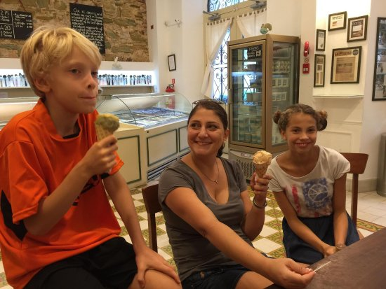 Granclement Gourmet Ice Creams and Sorbets: Everyone agrees, it's delicious!