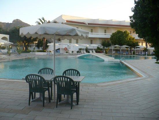 Niriides Hotel: Bazén