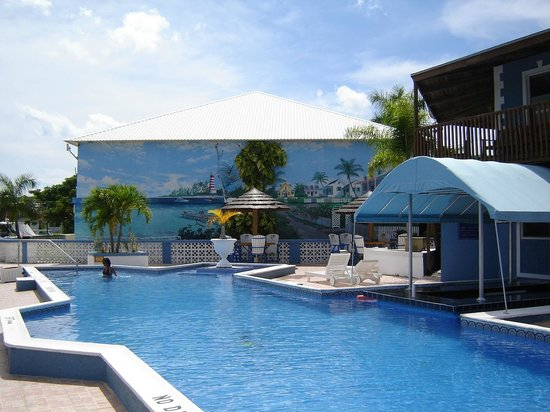 Ocean Reef Yacht Club & Resort : pool area