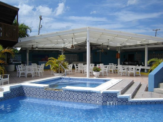 Ocean Reef Yacht Club & Resort : hot tube and party area