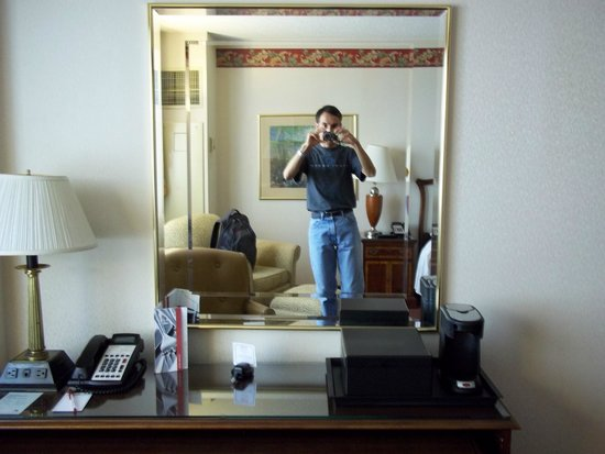 Miami Marriott Dadeland: Escritorio de la habitación