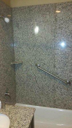 Dayton Grand Hotel : Shower/Bathtub