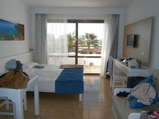 Sol de Alcudia Apartamentos: double bed