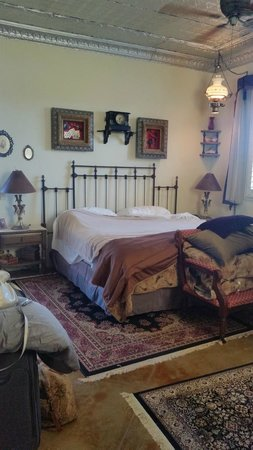 Down By The River Bed And Breakfast: The Cowboy Room with Jacuzzi tub, Fireplace, patio