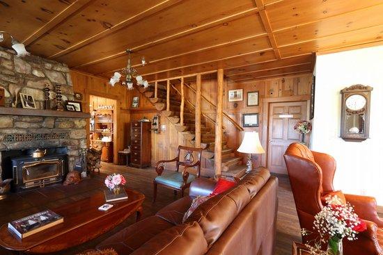 Knickerbocker Mansion Country Inn: Living Room
