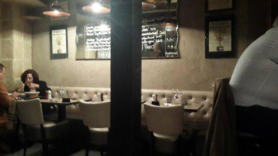 Chez Grenouille: Intimate restaurant