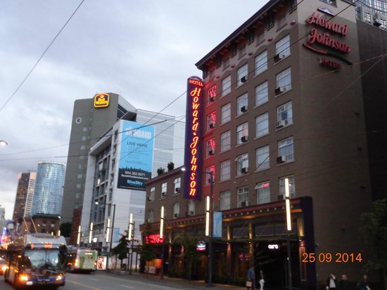 Howard Johnson Hotel Vancouver Downtown: Fachada do hotel