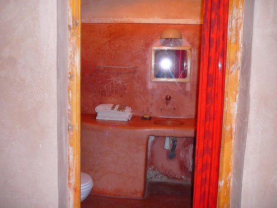 Dar Isselday: bathroom
