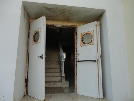 BelleVue Palma Real: Puerta de salida del edificio