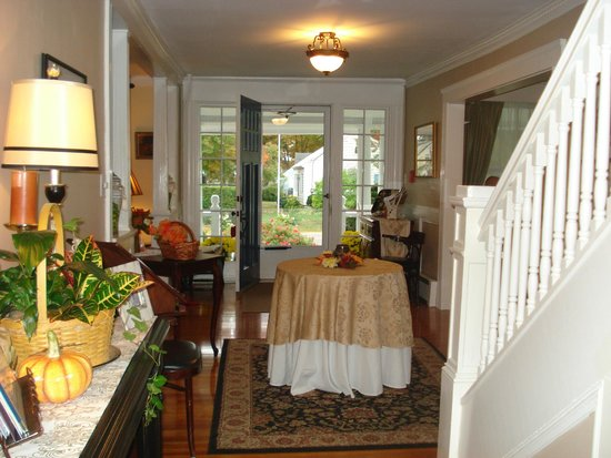 The Victoria Inn: Entry & hallway decorated for fall