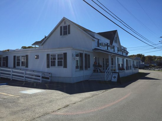 Ocean Point Inn and Resort : Main building
