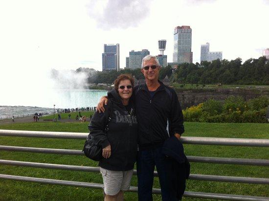 Holiday Inn Express & Suites Niagara Falls: Happy vacationers at the Falls