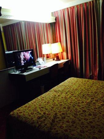 Maxim Hotel: Camera