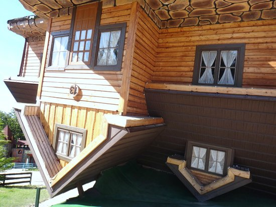 Easy Gdansk Tours: Upside down house in the Lake District