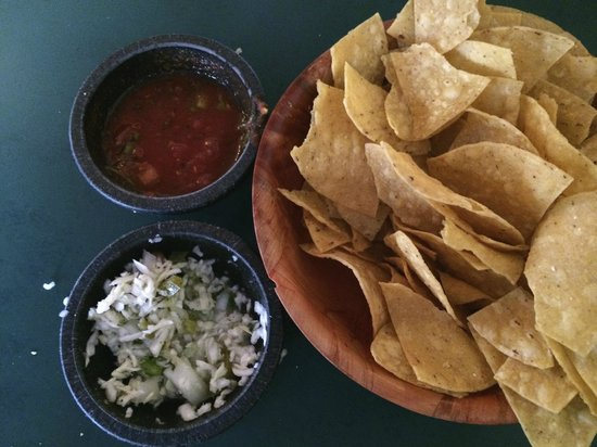 Azteca Mexican Restaurant: Awesome Chips and Salsa