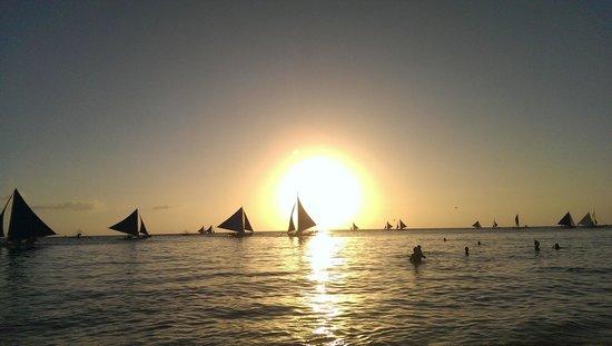 La Isla Bonita Resort: sunset over the beach across from the hotel