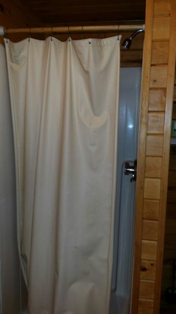 Yogi Bear's Jellystone Park - Ashland: Bathroom in a deluxe cabin