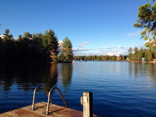 Pine Vista Resort: Dock view of Stoney Lake from Pine Vista