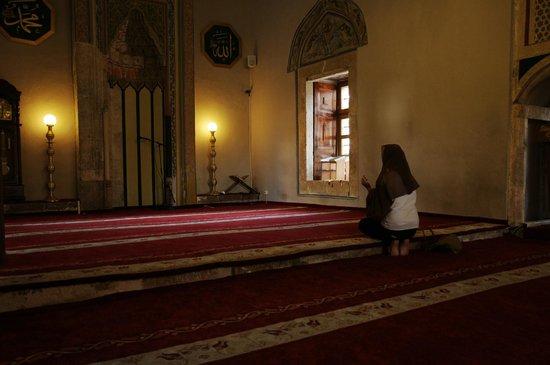 Sinan Pasha Mosque: Interno, in preghiera