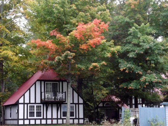 The Harbor Light Inn: Just a little of the brilliant color that would be even more so in a week or so.