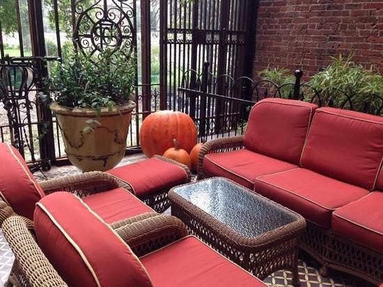 The Bowery Hotel : Lobby terrace area