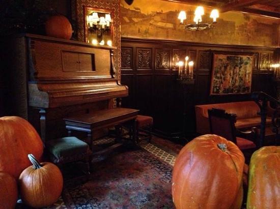 The Bowery Hotel: Lobby bar