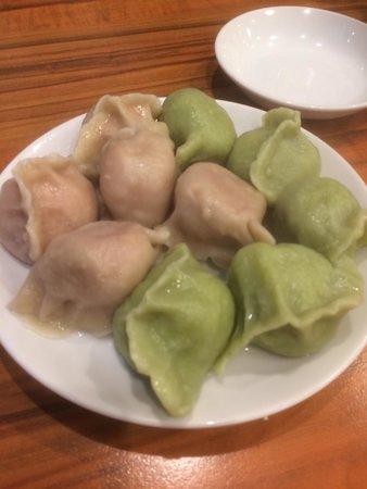 Santon No.1 : 桃皮水餃子と翡翠水餃子
