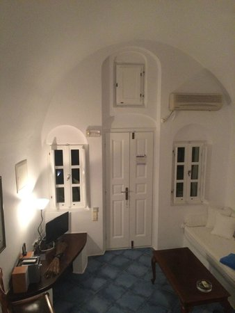 Arc Houses: Lounge