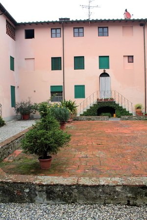 San Martino in Freddana, Italia: Cortile interno 1
