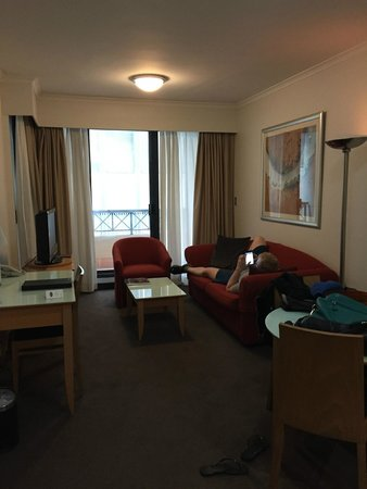 Medina Serviced Apartments Martin Place: living room