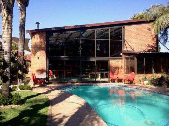 Sunrock Guesthouse: pool
