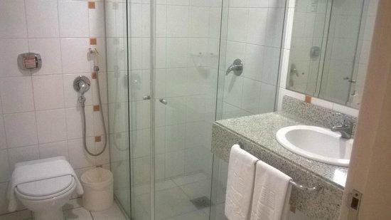 Encantos Merco Plaza : banheiro do quarto