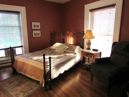 Cove Country Inn Resort & Spa: room 22