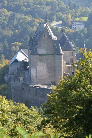 Vianden Chairlift: closeup of the chateau from the chairlift...
