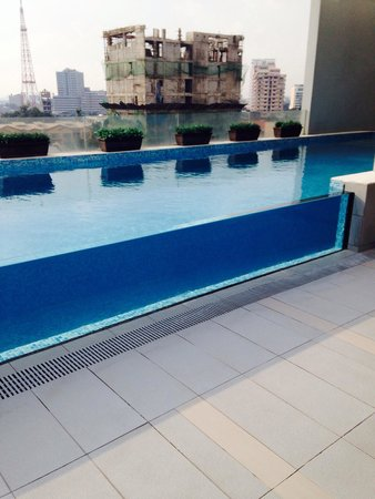 Luxent Hotel: The glass pool...