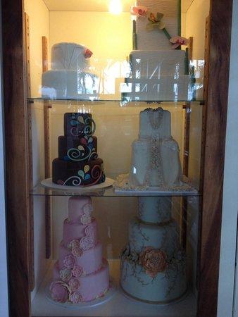 Short & Sweet Bakery & Cafe: Stylishly Delicious Wedding Cakes