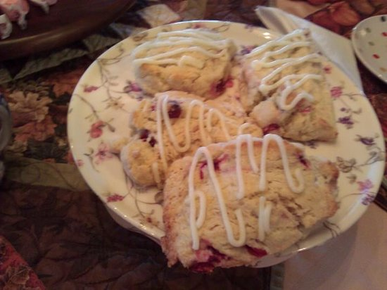 Amil's Inn: Fresh cranberry scones