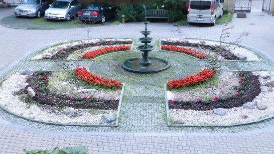 Europa Royale Riga: Court yard.