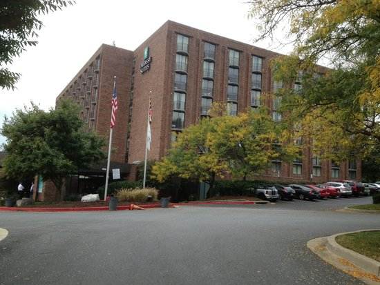 Embassy Suites by Hilton Baltimore - North/Hunt Valley: Outside of building