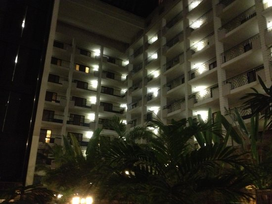 Embassy Suites by Hilton Baltimore - North/Hunt Valley: Inside lobby