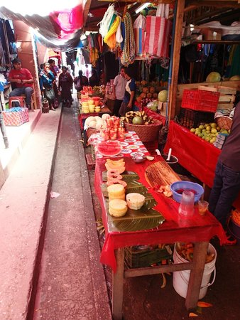 Mercado de Chichicastenango: Fruit stands abound!