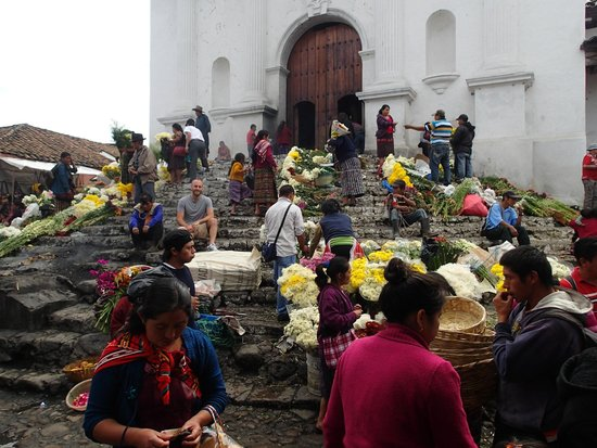 Mercado de Chichicastenango: The Church in the center