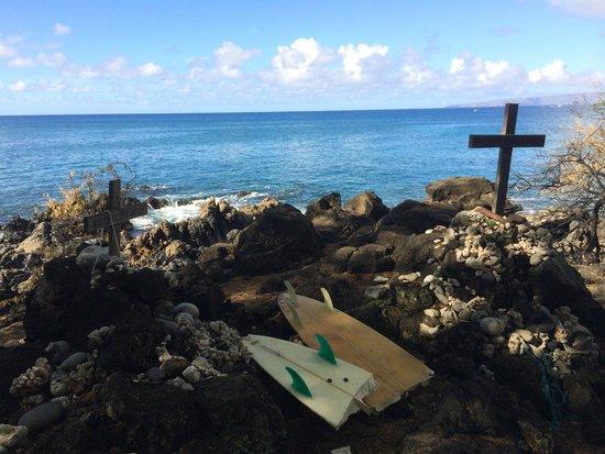 Hoapili Trail: Surfer memorial