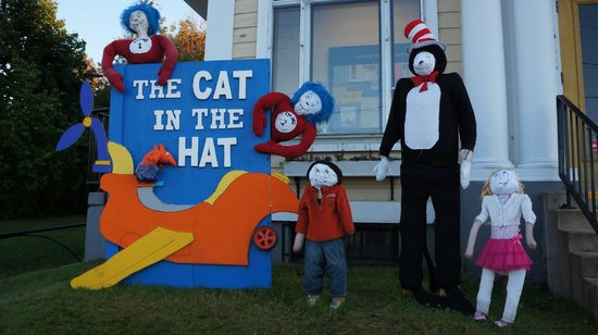 Mahone Bay Bed and Breakfast: scarecrow festival - cat in the hat
