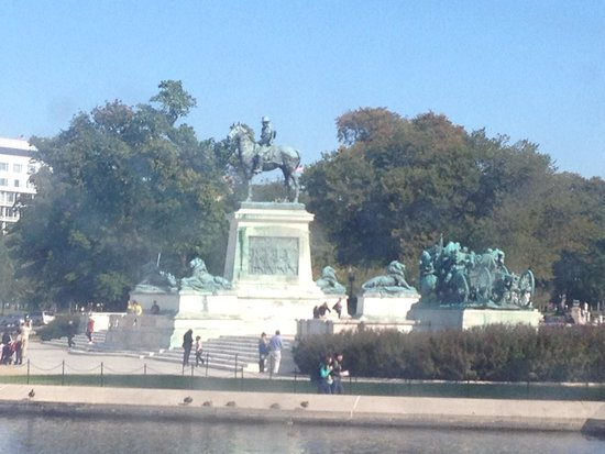 Ulysses S. Grant Memorial: View with trees