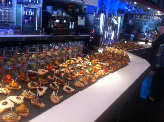 Le Cafe Cafe Biarritz : Bar de Pintxos